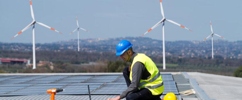 Julio arranca con la luz un 35% más barata que hace un año por las renovables